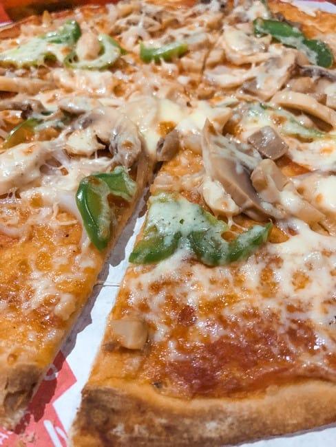 comer Aventino's Pizza Siargao