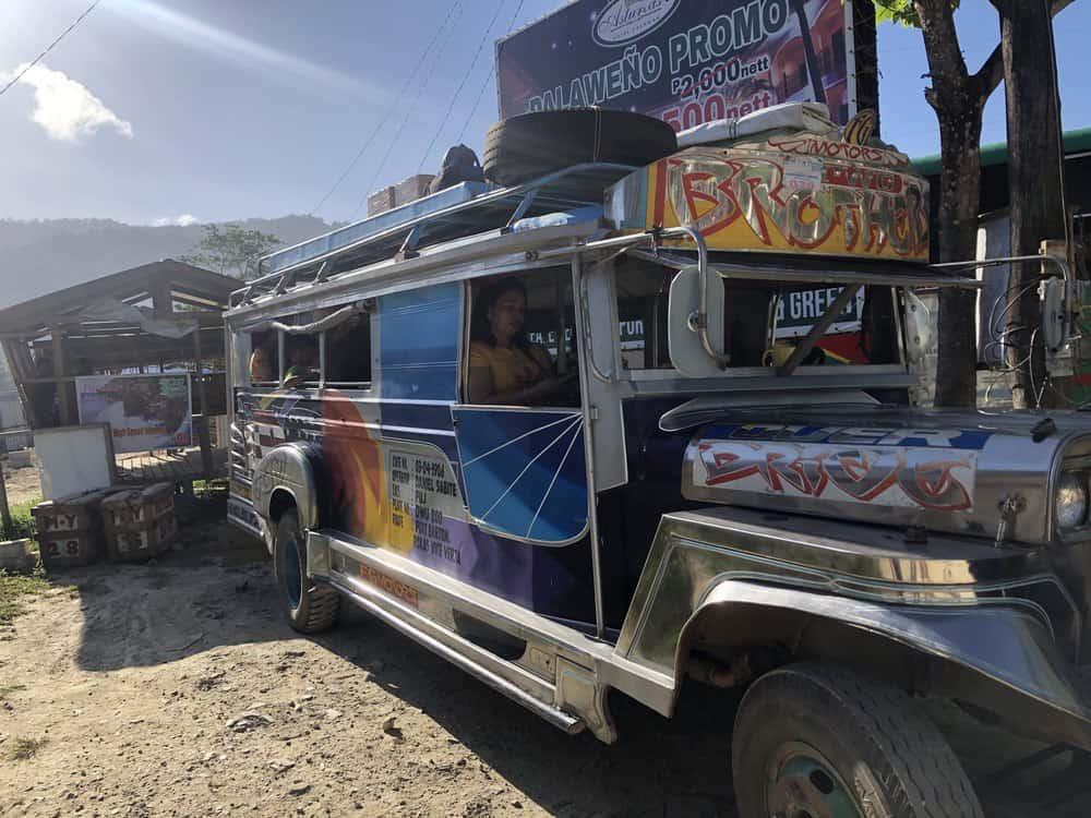 jeepney de Roxas a Port Barton