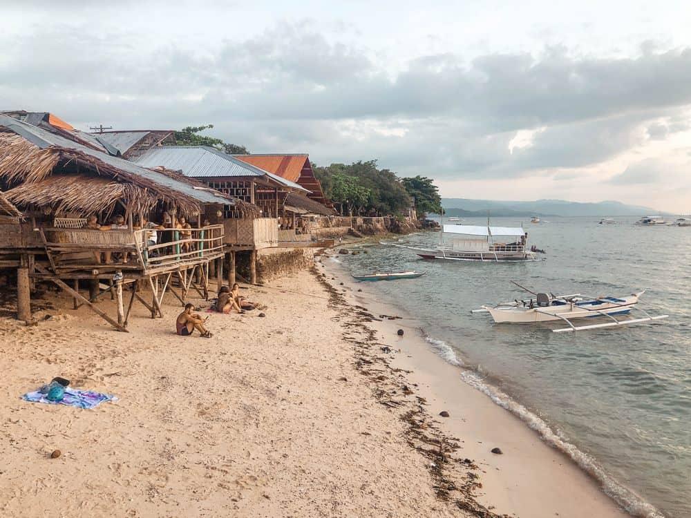 playa de panagsama en moalboal