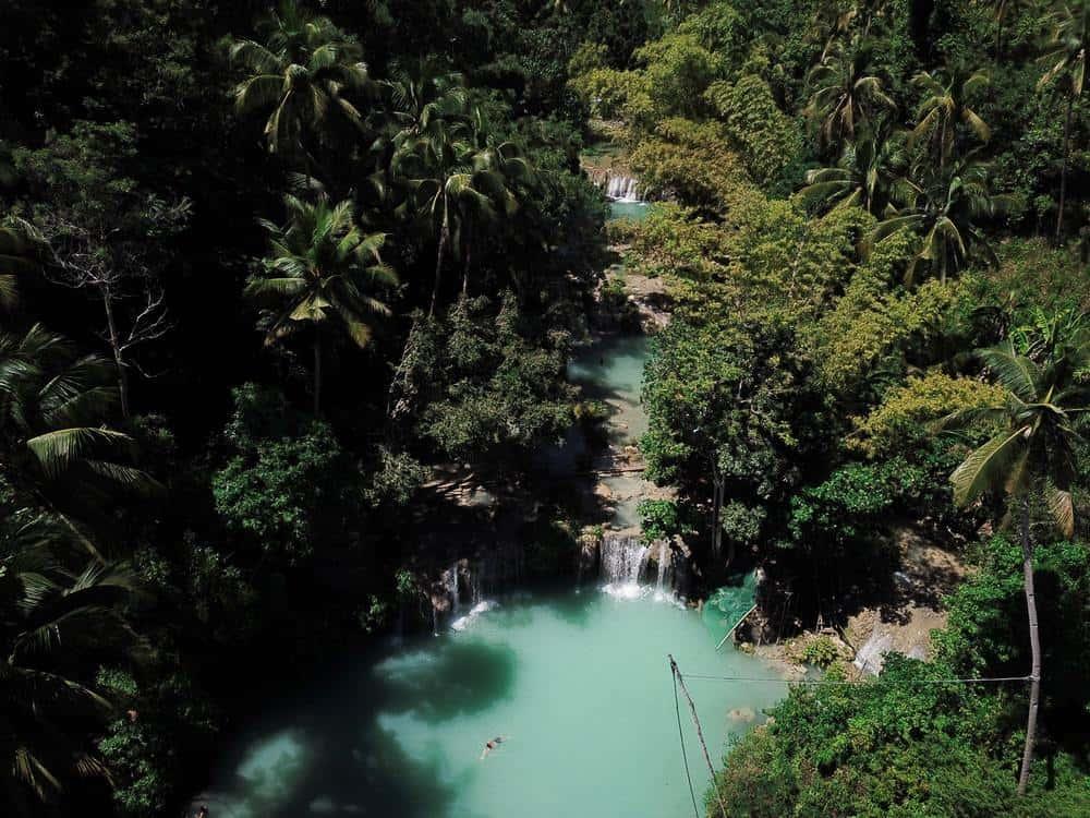 Cambugahay Falls en la ruta por Siquijor