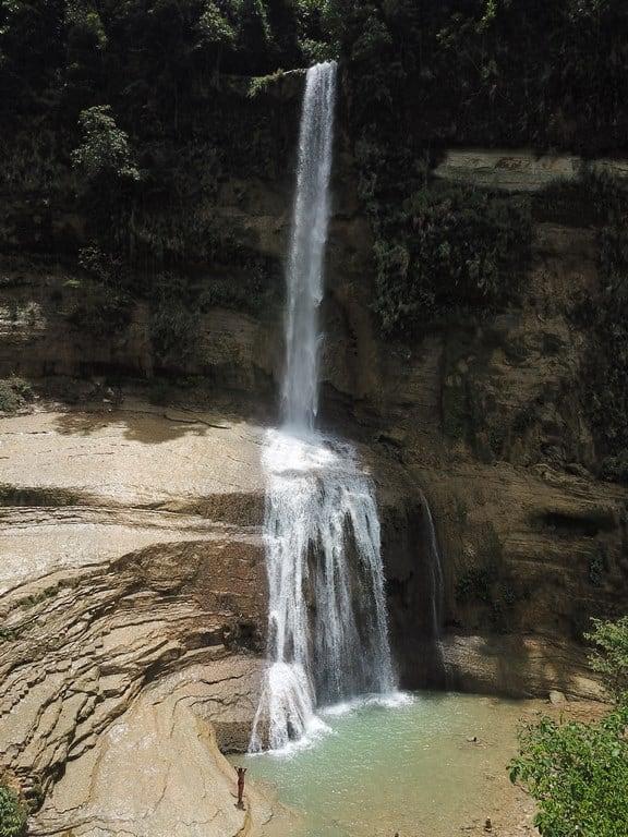 No solo hay playa en Filipinas, ¡también cascadas!