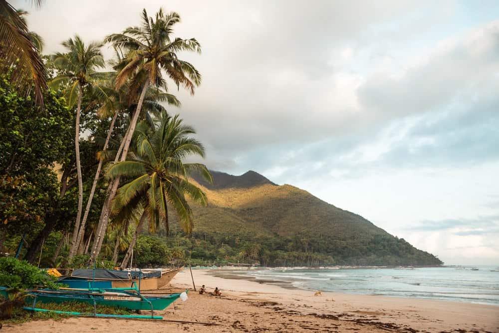 sabang beach en palawan