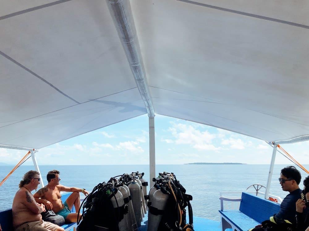 barco para buceos en Panglao