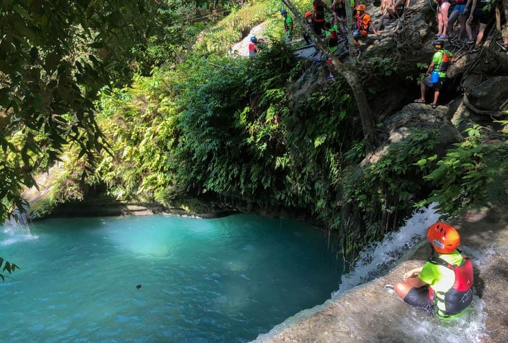 saltando cascadas en el barraquismo de Cebu