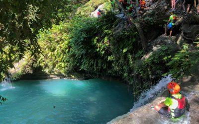 Canyoneering en Kawasan Falls, Cebu: Guía completa