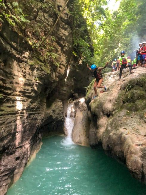 canyoneering en Kawasan Falls Cebu