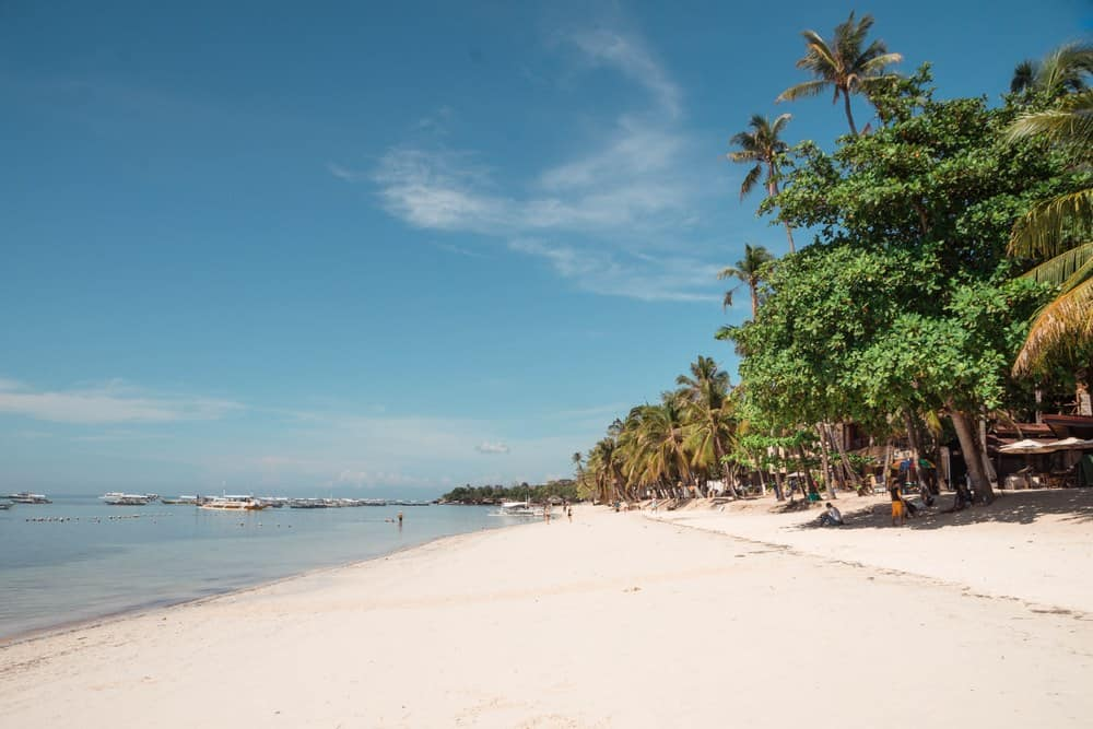 playa de alona en panglao