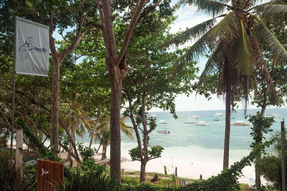 alojamiento frente a playa Alona Beach
