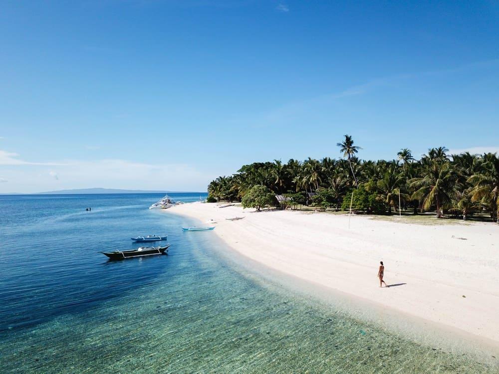 playa de digyo island hopping cuatro islas
