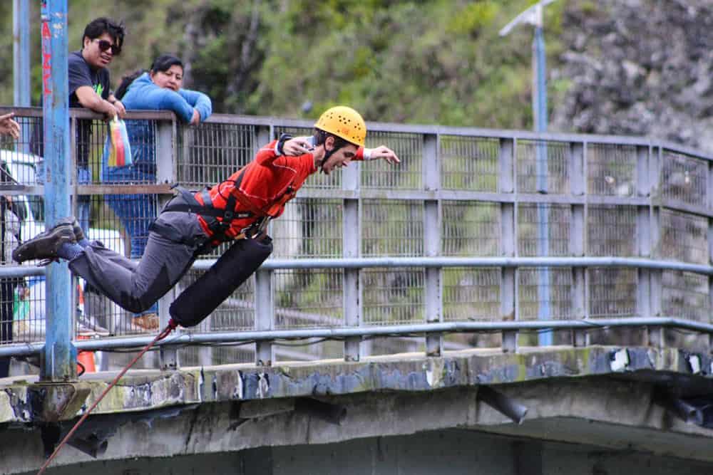 seguro de viaje para vuelta al mundo con deportes de aventura