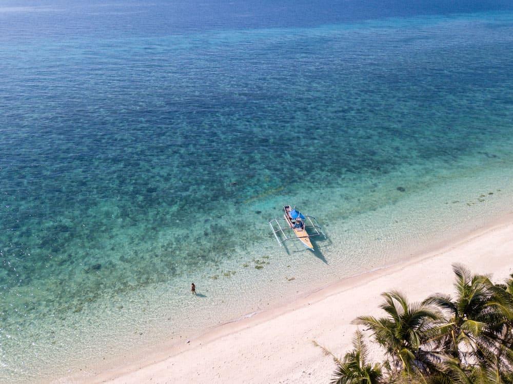 Una de las mejores playas que ver en Kinatarkan, Bitoon Beach