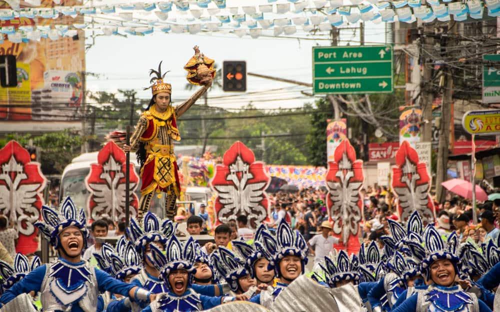 bailando con el Santo Niño de Cebu