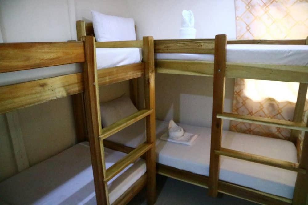 camas big mike hostel el nido