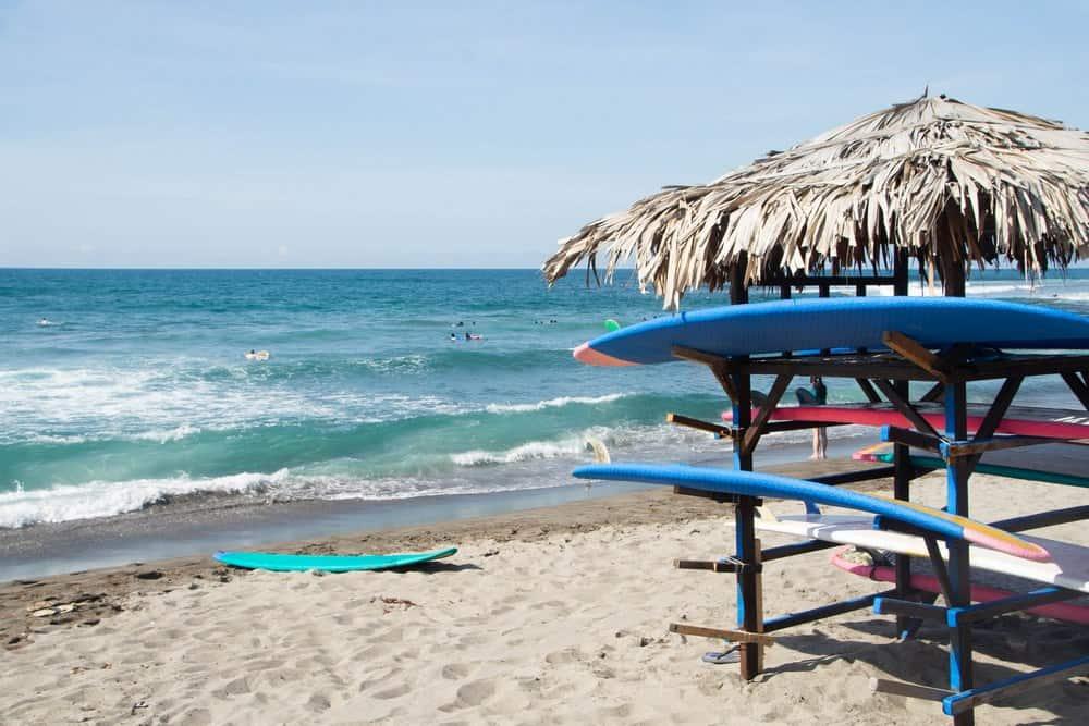 alquilar tablas de surf en filipinas
