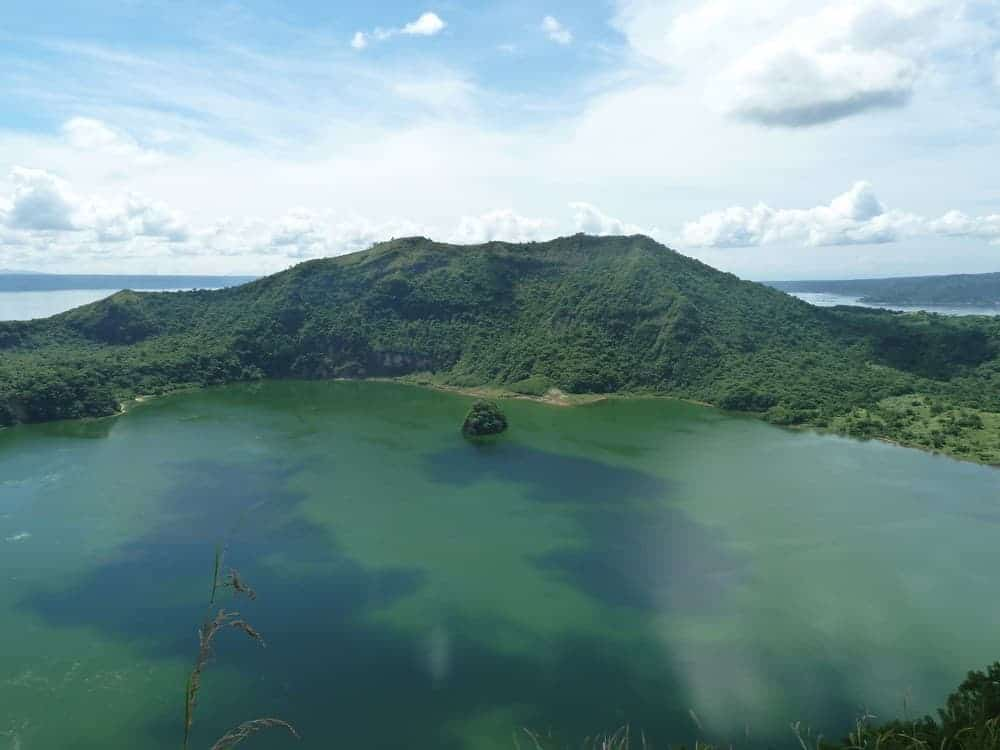 cráter del volcán taal filipinas