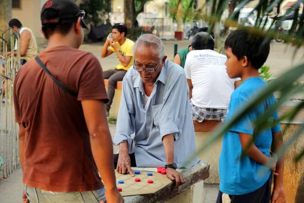 gente de Dumaguete jugando