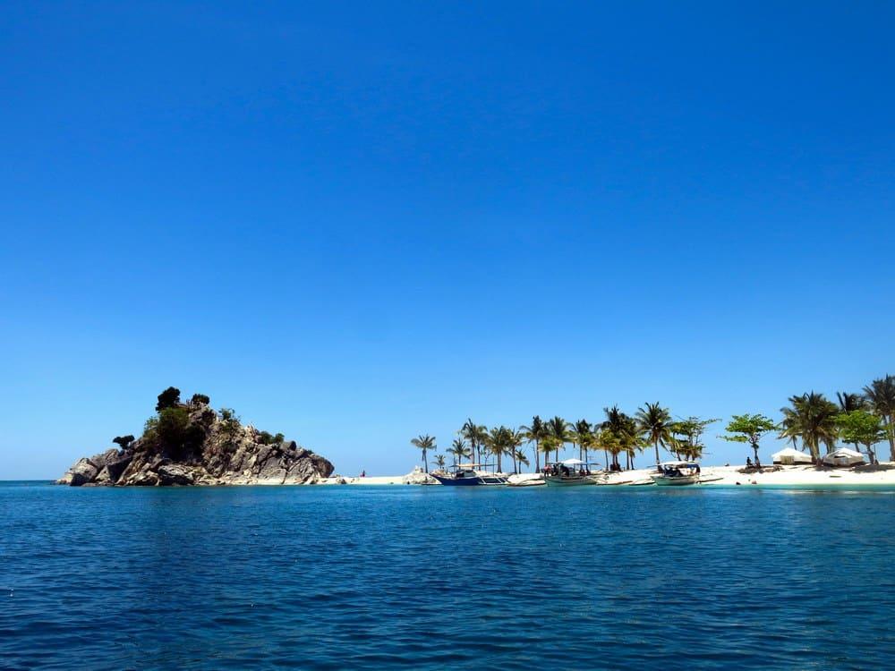 Antonia Beach island hopping gigantes