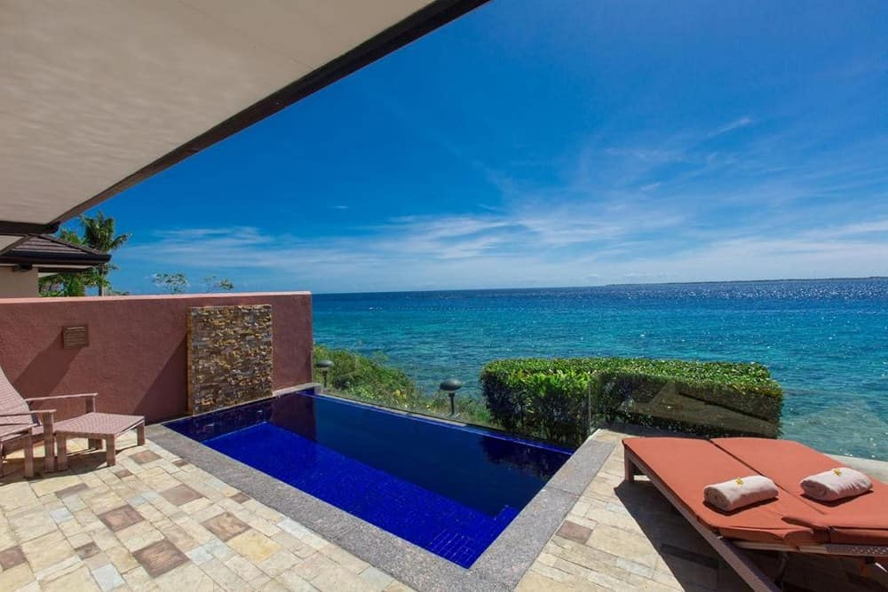 piscina privada crimson resort cebu