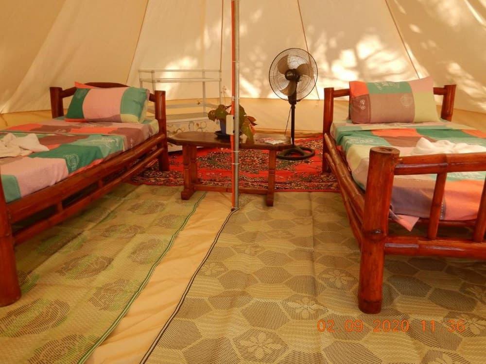interior tienda de campaña Anda Poseidon's Beach Resort
