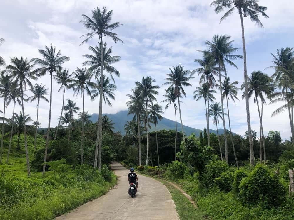 carreteras de Camiguin Filipinas en septiembre